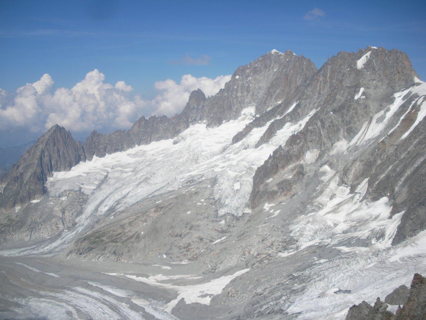 il bacino glaciale del Talefre..con la Verte..e piu' a dx..le Droites..
