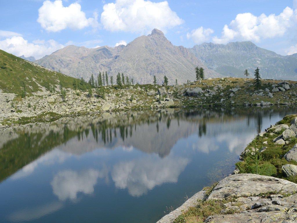 L'Uia di Mondrone si specchia nel lago