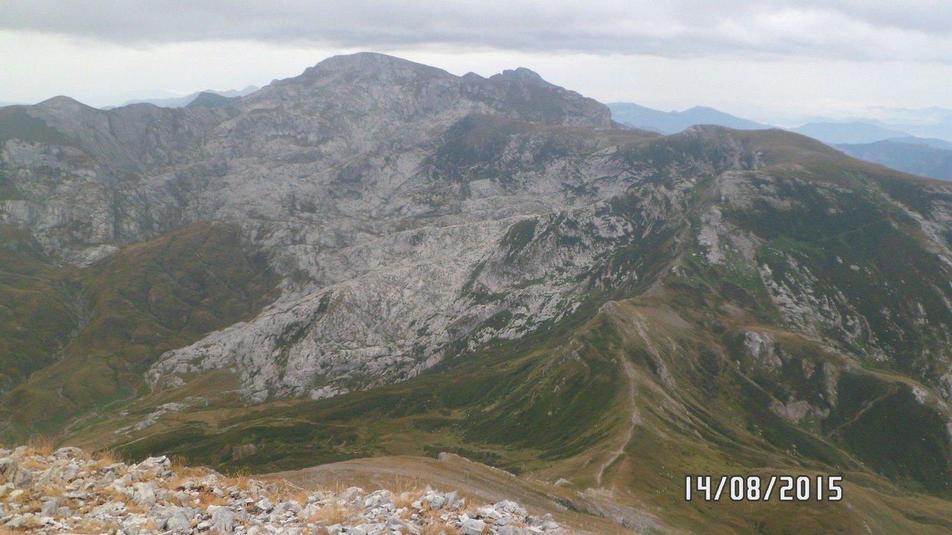 Il Mongioie e il passo delle Saline visti dalla cima delle Saline