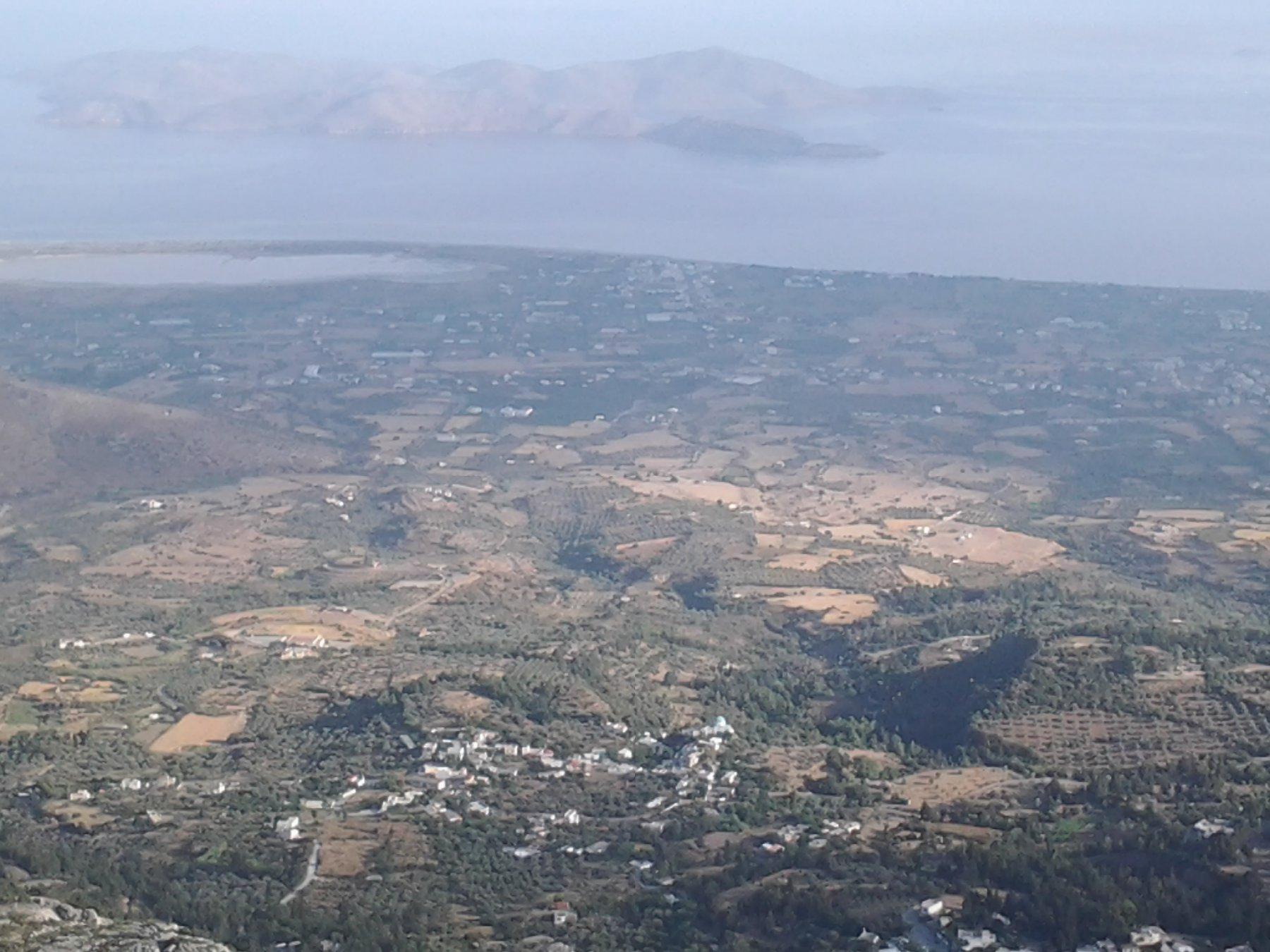 Panorama su Zia, saline vicino alla costa e isola di Pserimos