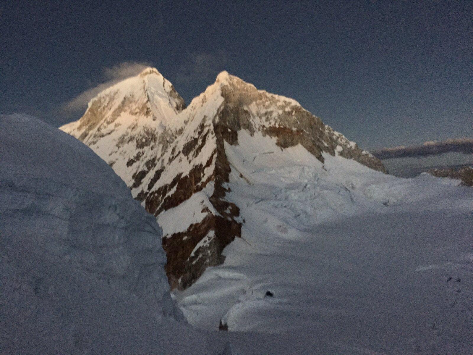 Vista sul Huandoy da poco sopra il colle per il Nevado Pisco