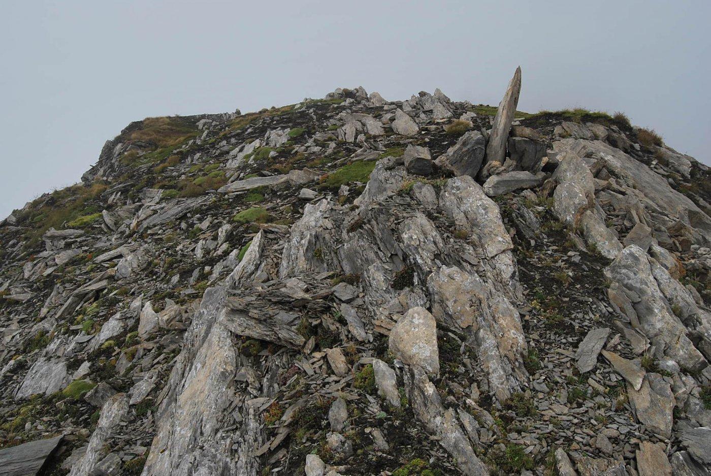 L'arrivo in vetta al Mont de la Fourclaz, con ampio panorama sullo sfondo