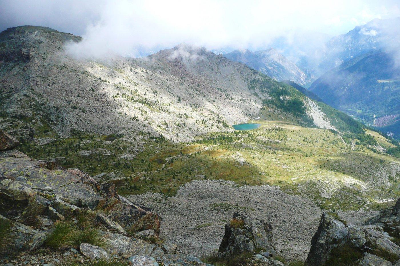 il sentiero di rientro a Cort passa accanto al Lago Muffè