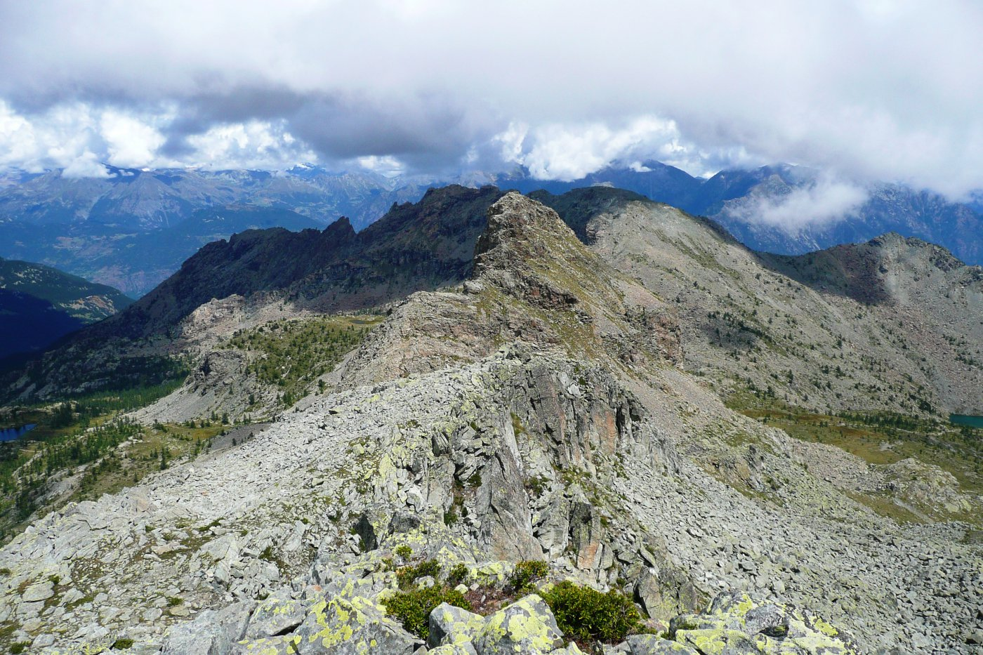 la lunga ma piatta cresta verso La Torretta