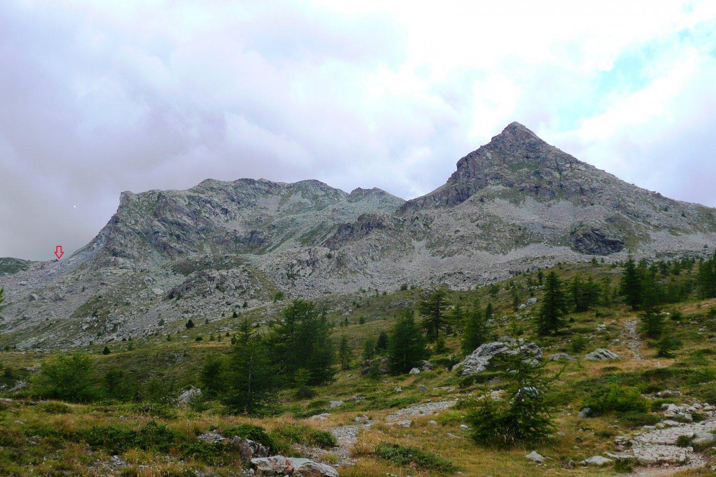 traversata di cresta Tete des Hommes La Torretta, la freccia indica il colletto di attacco