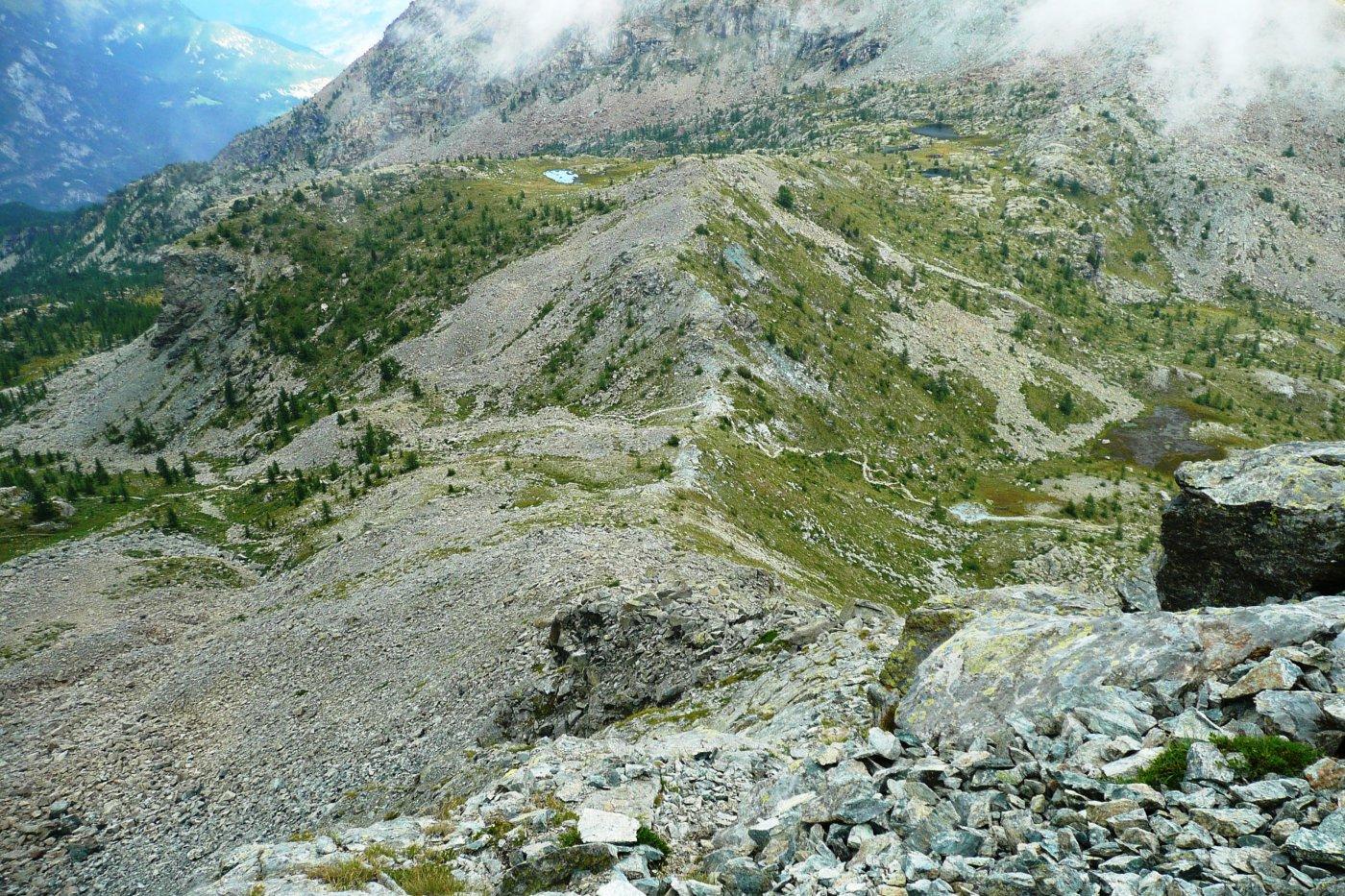 la cresta est de La Torretta, fino al Col Lago Bianco, poco sotto la cima alcune placche infide