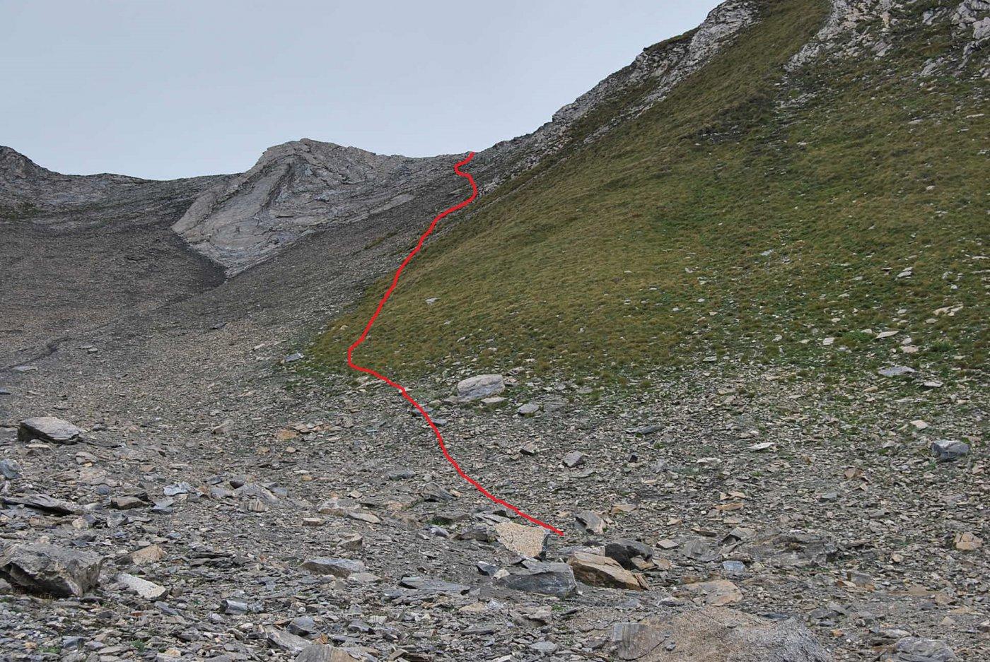 L'ultimo tratto per il colle, con la ripida rampa e la via di salita