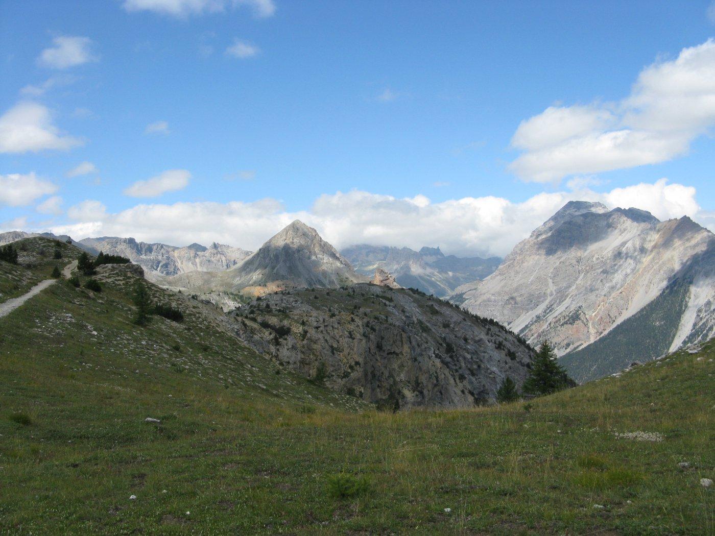 verso la Valle Stretta con la Guglia Rossa al centro