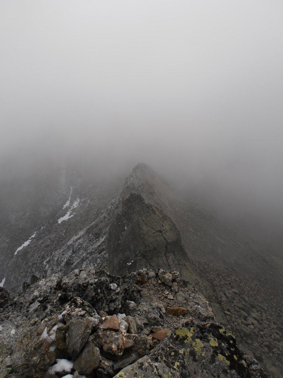03 - cresta est vista dalla cima