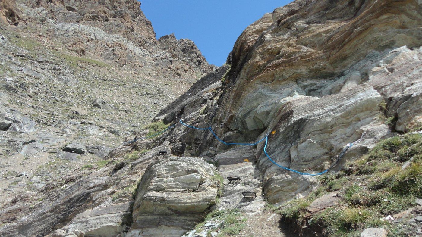 tratto con scalini e corde