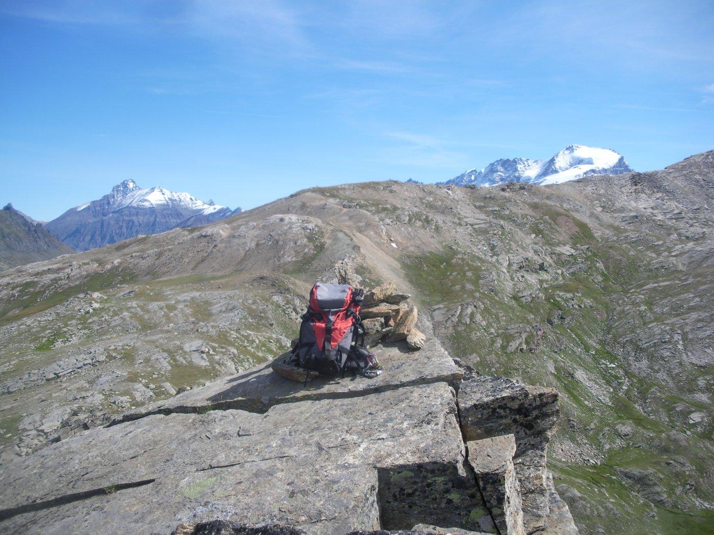 qui dove ha termine la traversata con Grivola e Grampa al fondo leggermente spolverate di fresco..