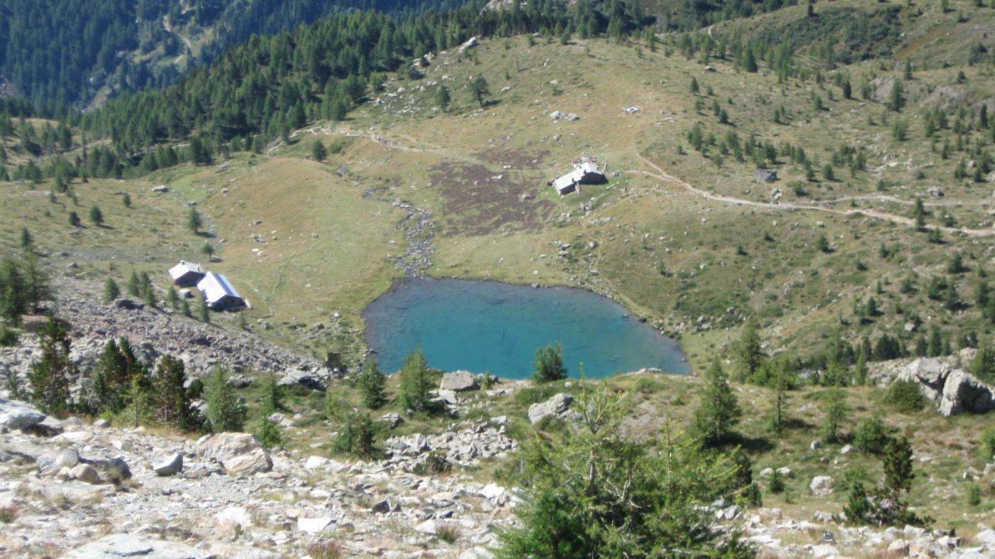 il lago e il rifugio  Muffè salendo a cima Piana