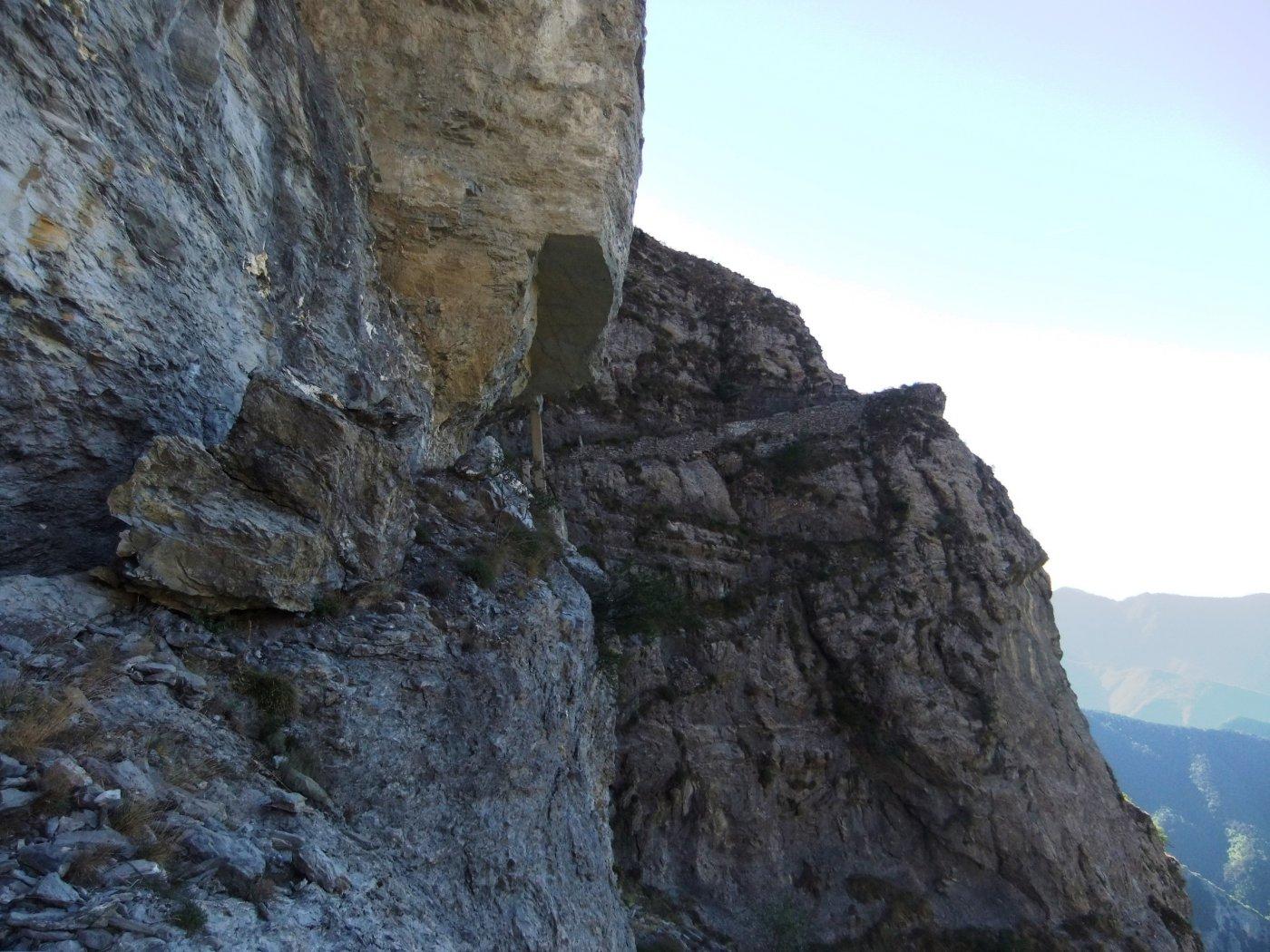 Sentiero scavato nella roccia