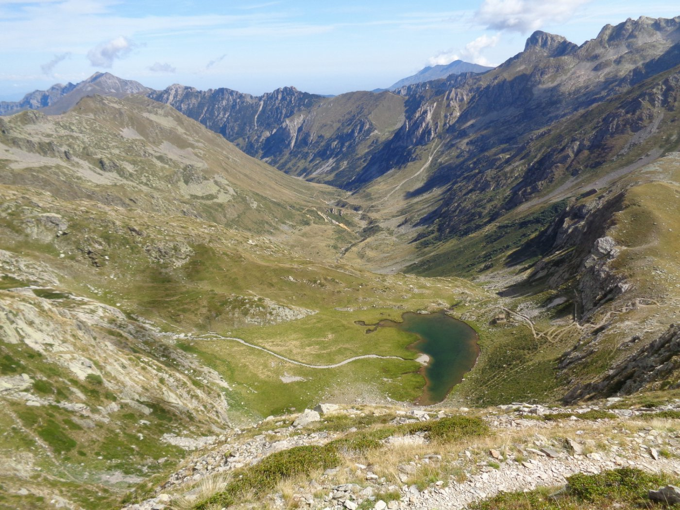 il lago della Vacca salendo verso il ricovero Vernasca