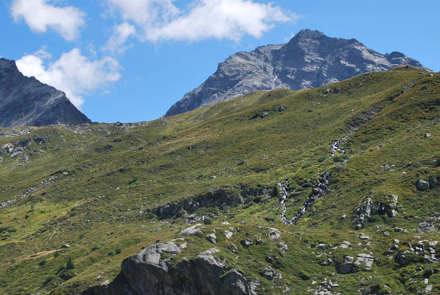 Dal rifugio: Col de la Sachere e Gran Becca du Mont, in esclusiva per Monica