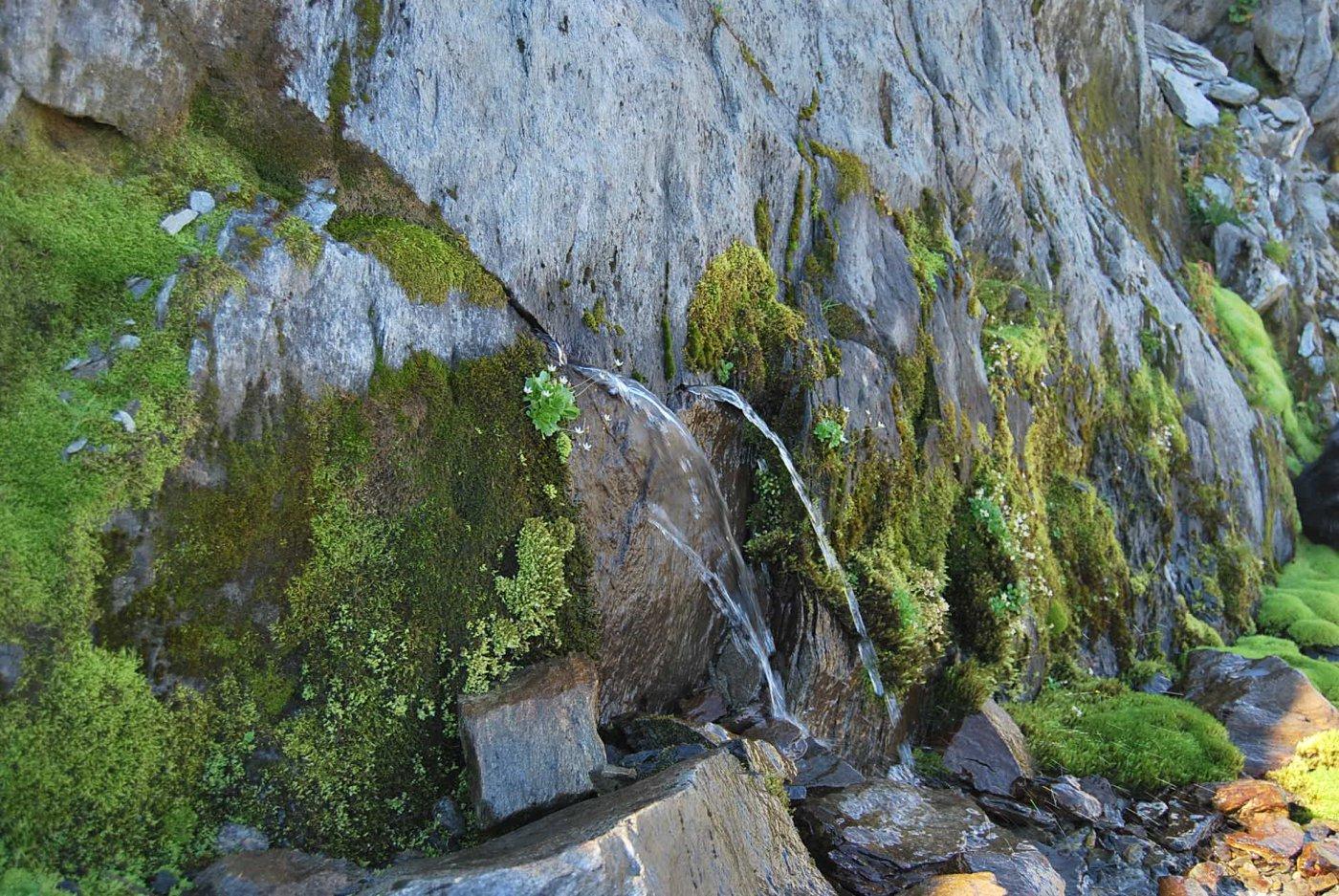 L'acqua che sgorga dalla roccia (non esiste solo nella pubblicità)