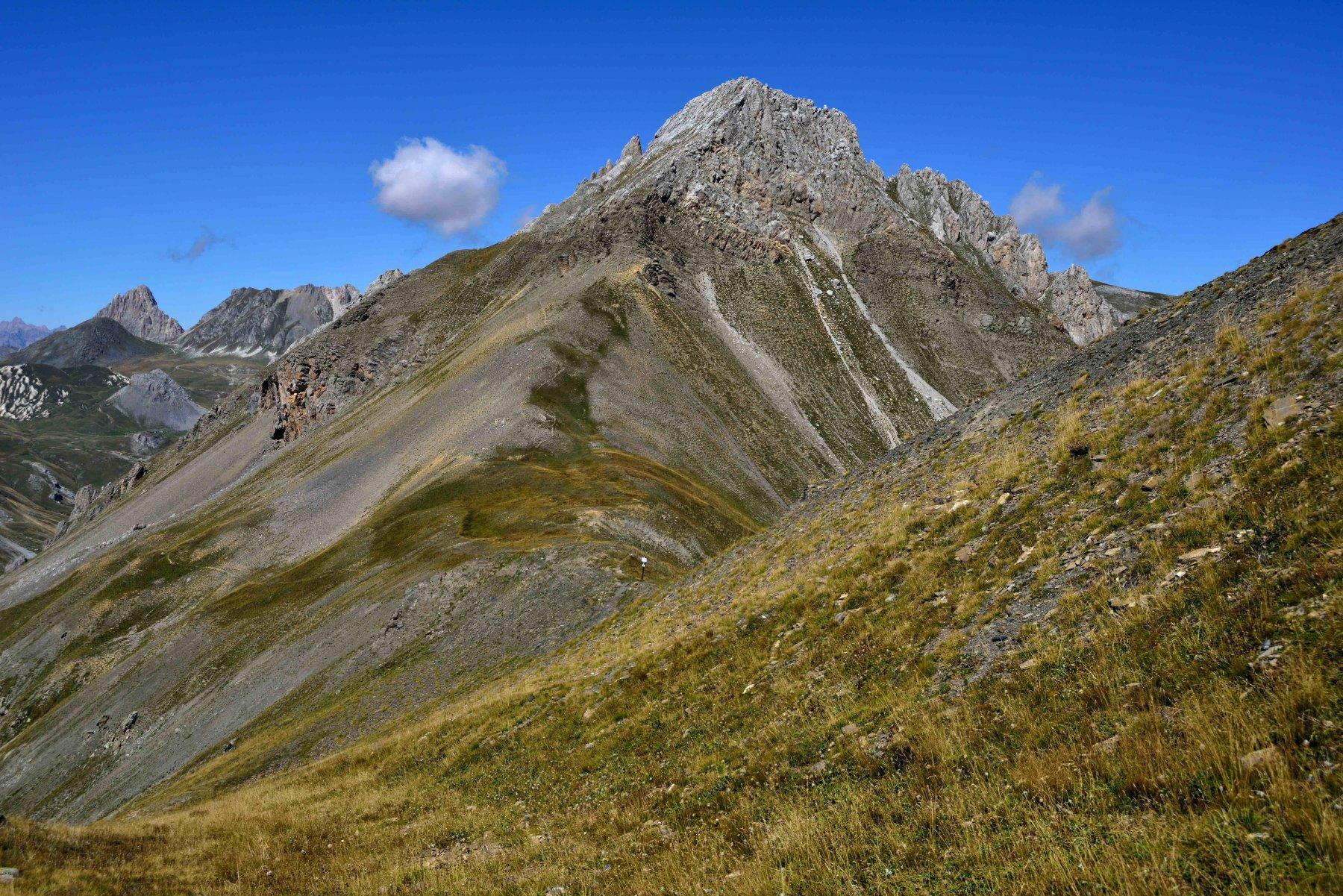 Il monte Sale' con il versante ovest dove passa la traccia di salita (foto del 6/9/2015)
