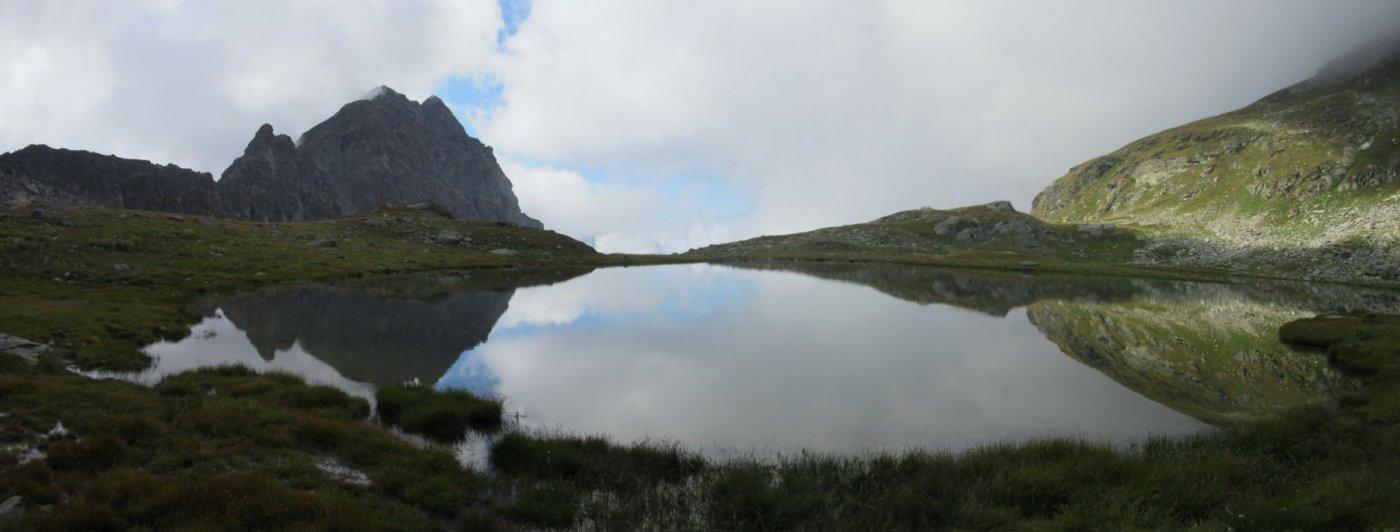 lago superiore di Estoul con sullo sfondo il Monte Ciosè