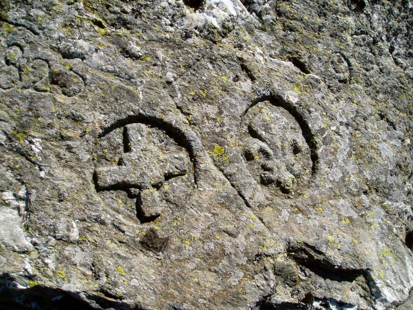 Croce di Savoia e Giglio di Francia a segnare il confine prima dell'ultimo conflitto