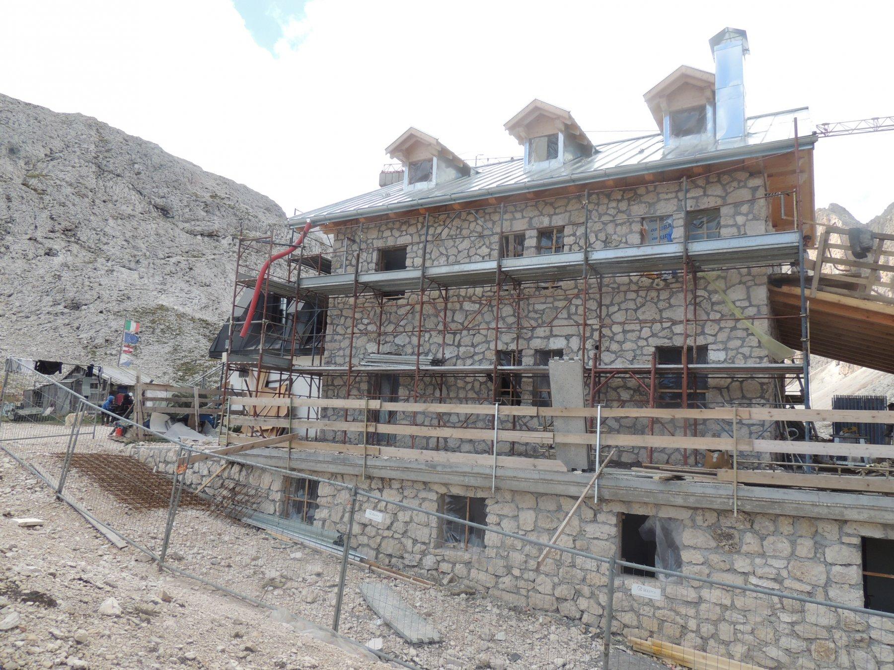 rifugio Antermoia  in ristrutturazione