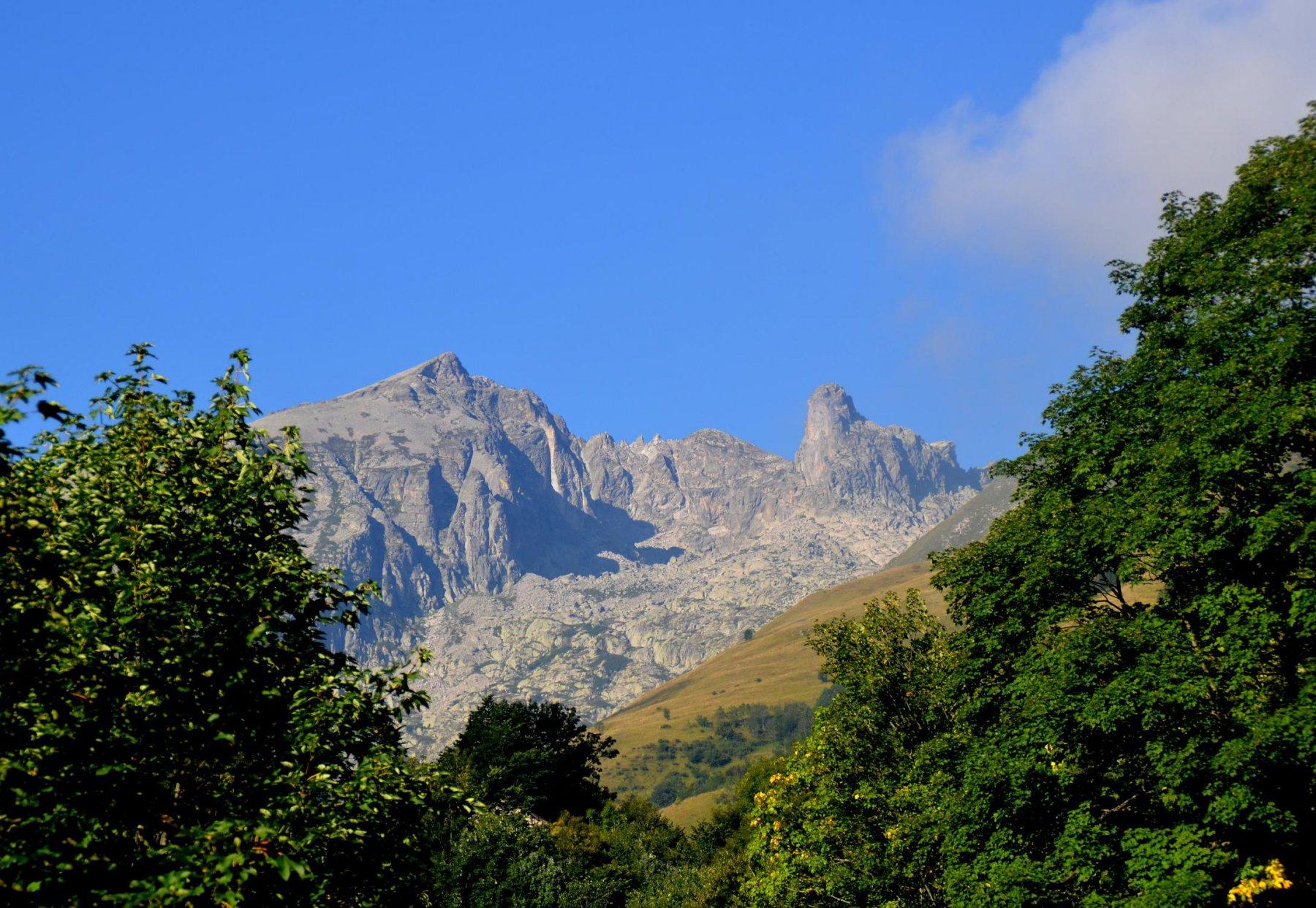 Rocca Abisso e Rocca Barbena da sentiero Limonetto