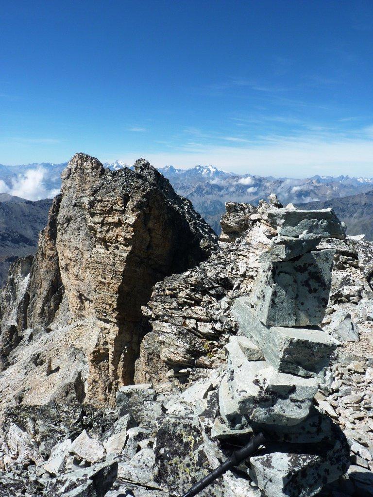 Dalla vetta verso le altre cime della Rognosa con sfondo Ecrins-Pelvoux