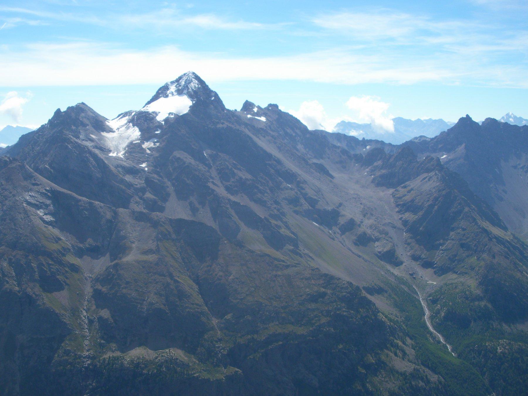 la Luseney..qui' vista dalla vetta della Chatele'..