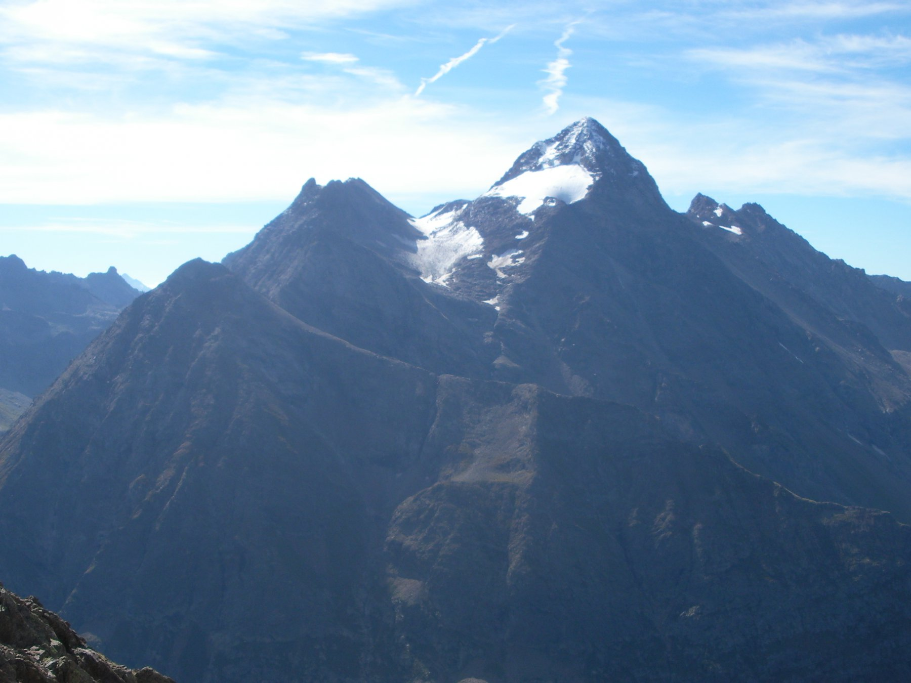 la Becca di Luseney dalla cresta sud-sud.est alla Becca di Chatele'..