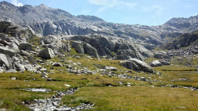 Sopra l'alpe Maccagno, vista verso la testata della valle
