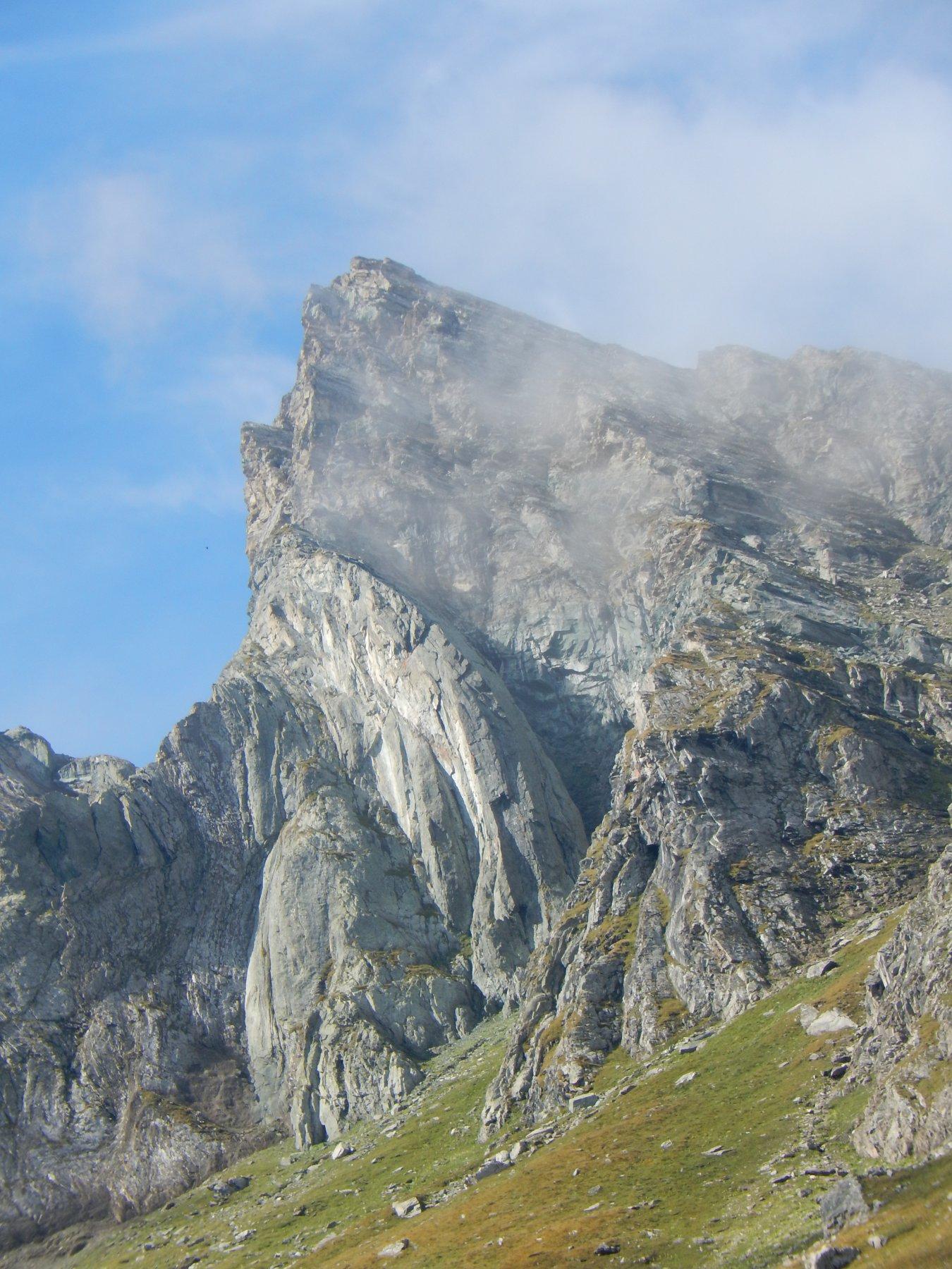 il pilastro grigio della quota 2880 del M. Bessanetto
