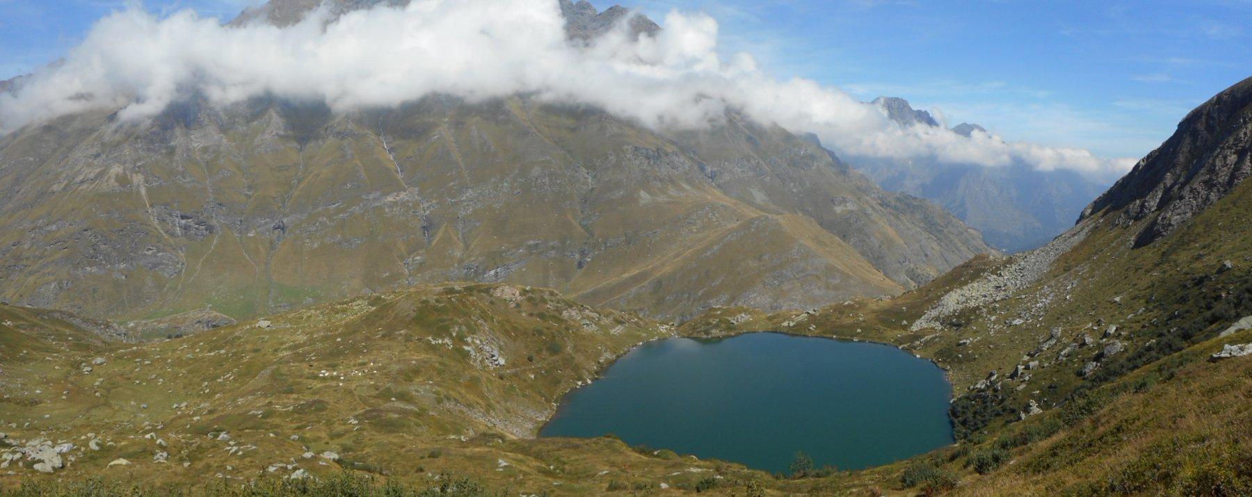 Il sottostante Lago Nero