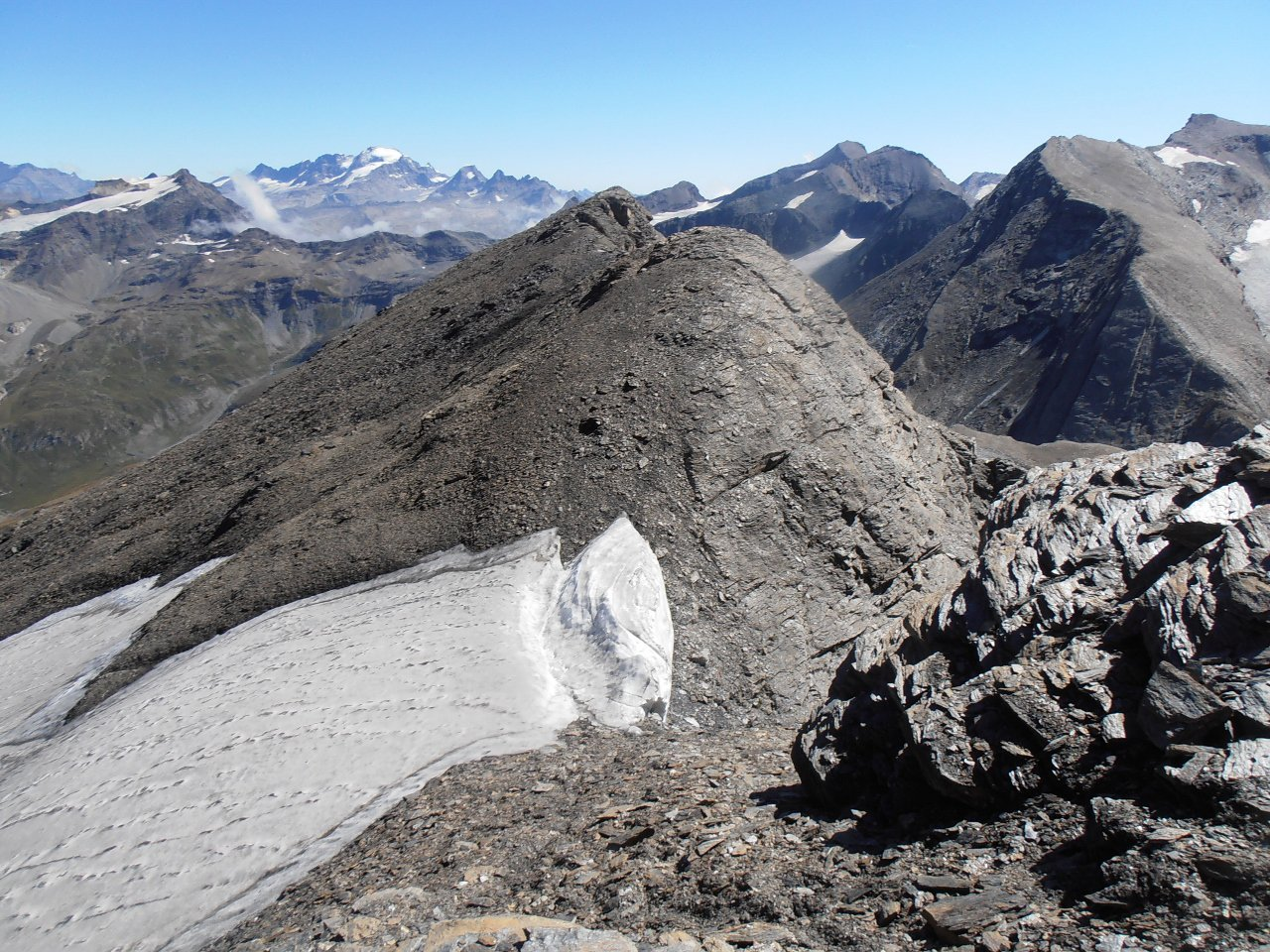 06 - i resti del piccolo glacio nevaio sul versante nord del Signal de l'Iseran