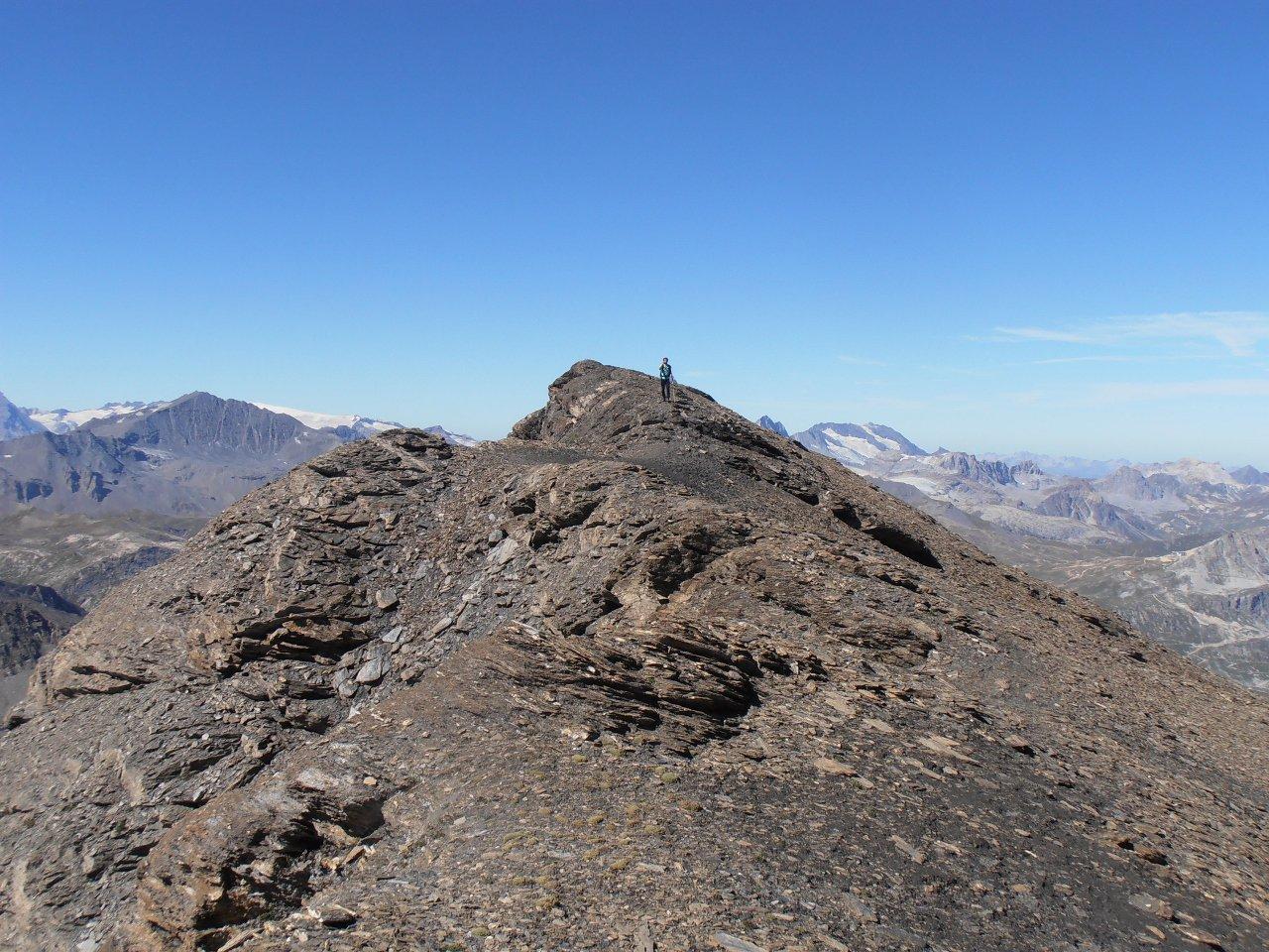 05 - lungo la cresta tra cima principale e cima est