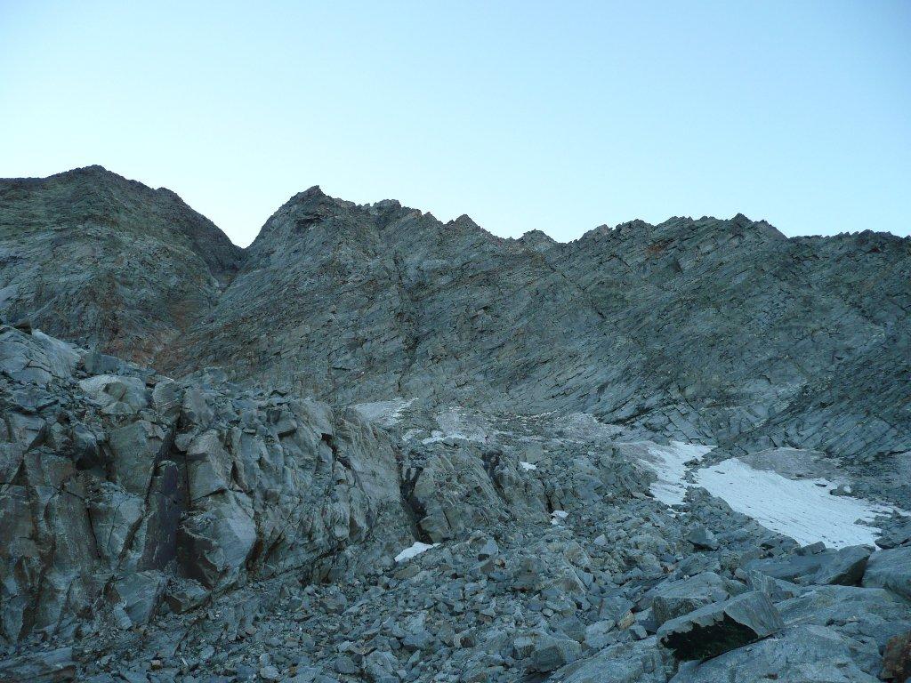 Intaglio tra le 2 cime viste dalle rocce montonate