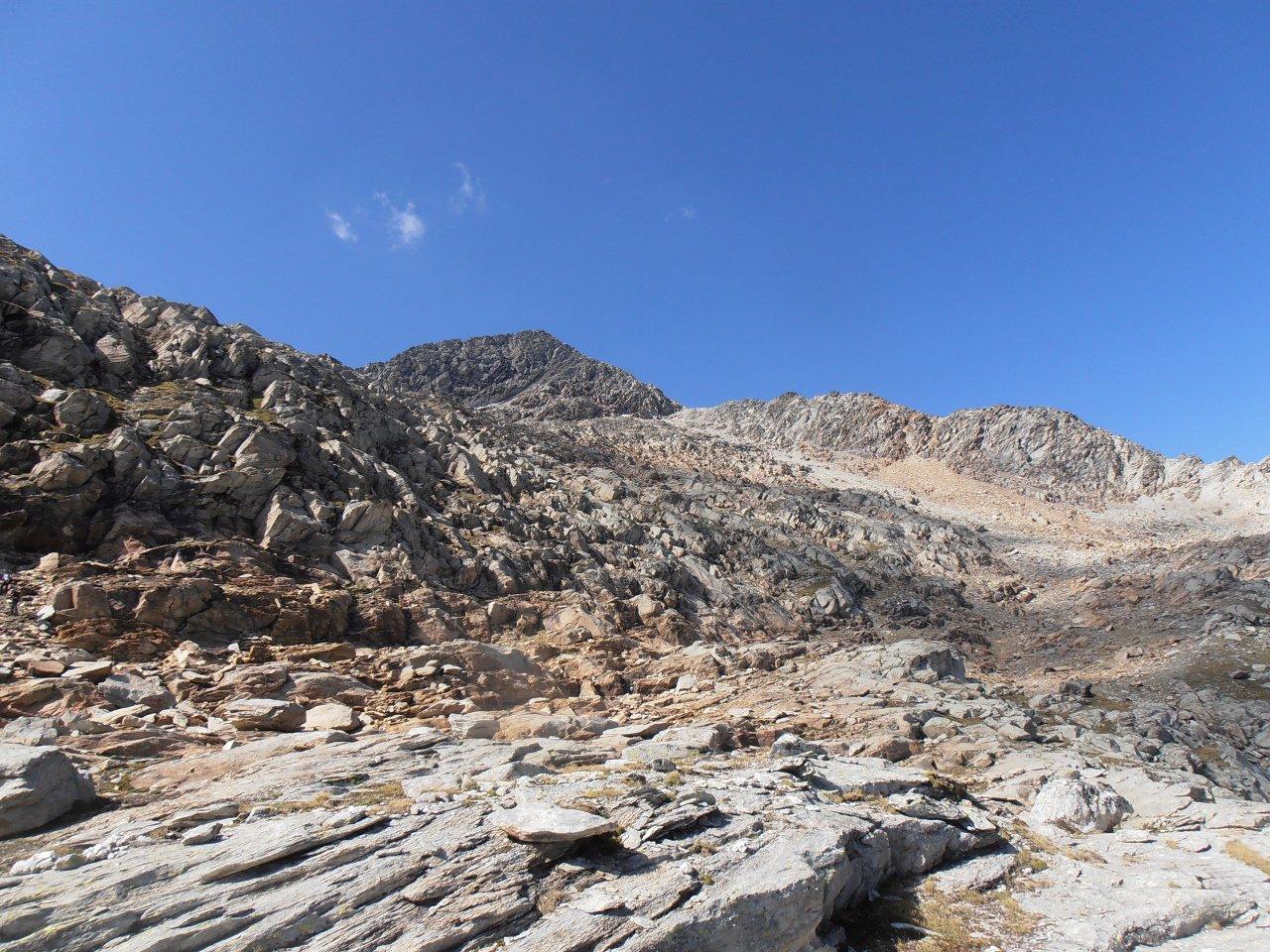 07 - il Gran Roc visto dalle rocce montonate sotto la traccia Taglio percorso)