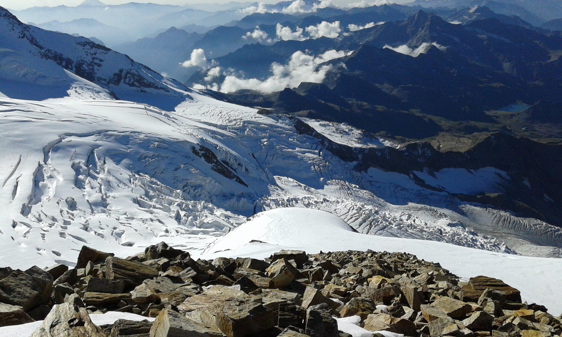 Vista verso Rif. Gniffetti, Rif. Mantova e Passo dei Salati