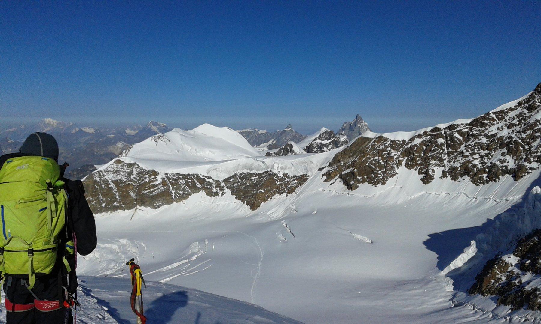Dal naso si vede la traccia di salita sul ghiacciaio del Lys