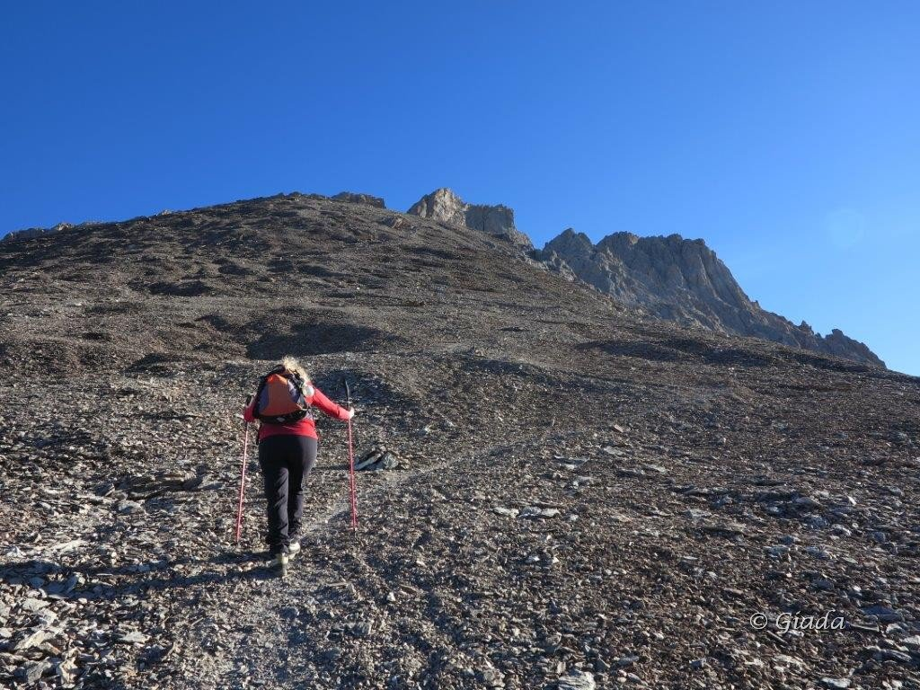 Le vaste pietraie per la Pointe d'Aval