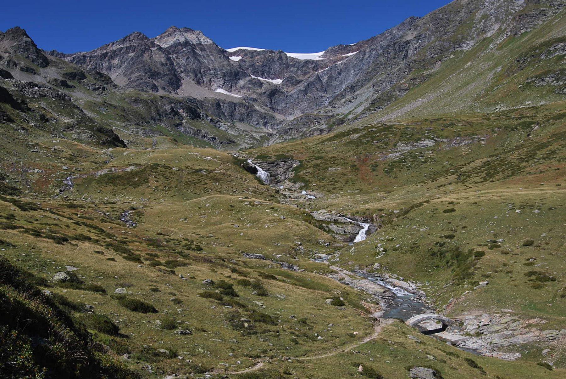 Il vallone di S. Grato quasi alle Alpi di Revera damon. Bon … fine della gita