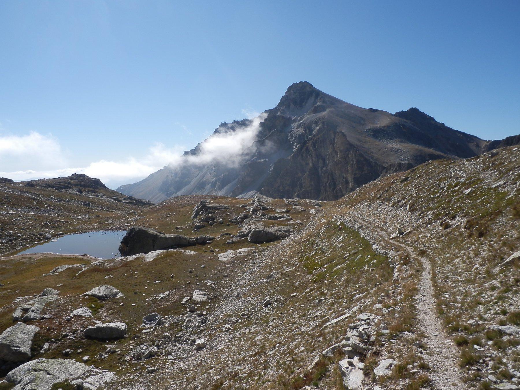 ...salendo, vista sul Monte Cervet