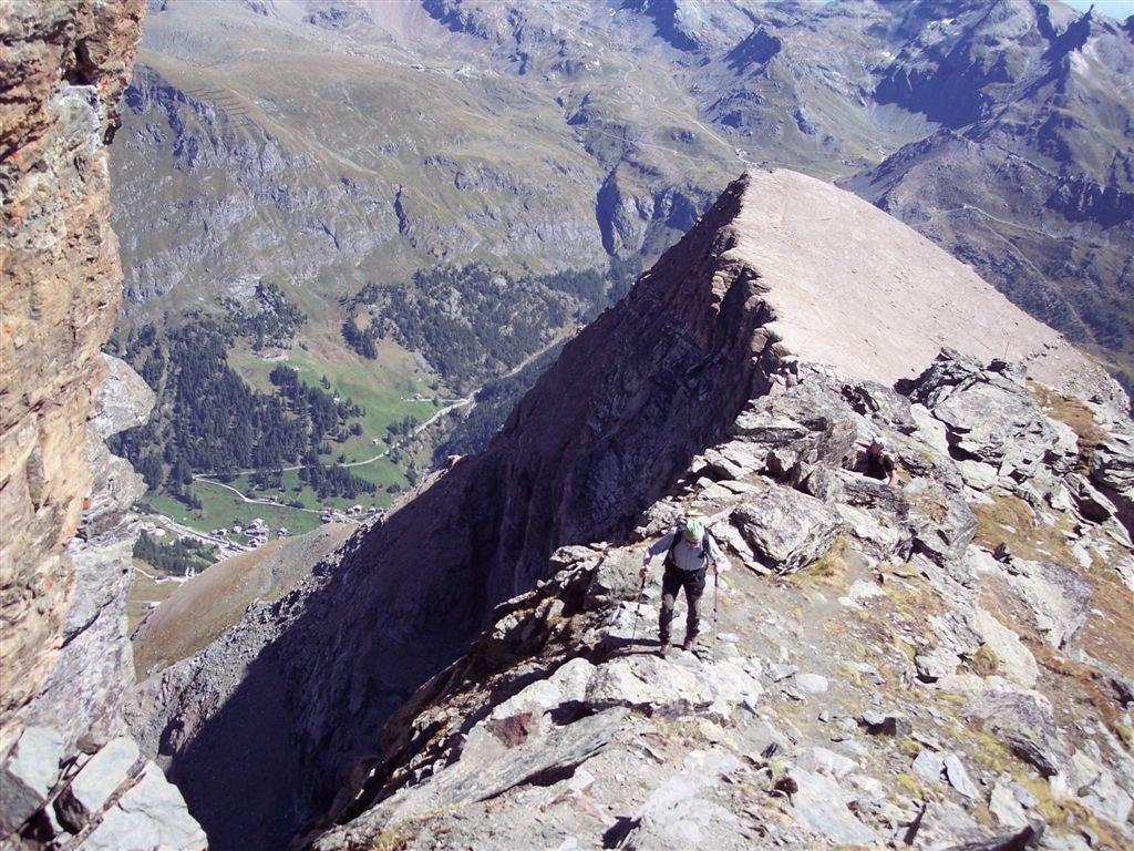 Cresta finale con sullo sfondo il piccolo Rothorn