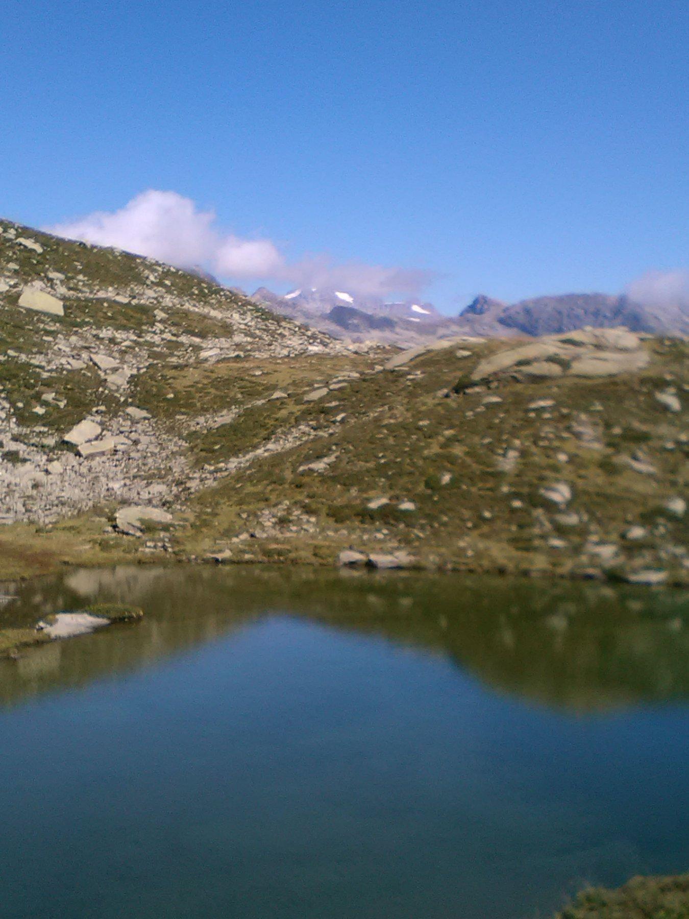 Lago con Gran Paradiso sullo sfondo