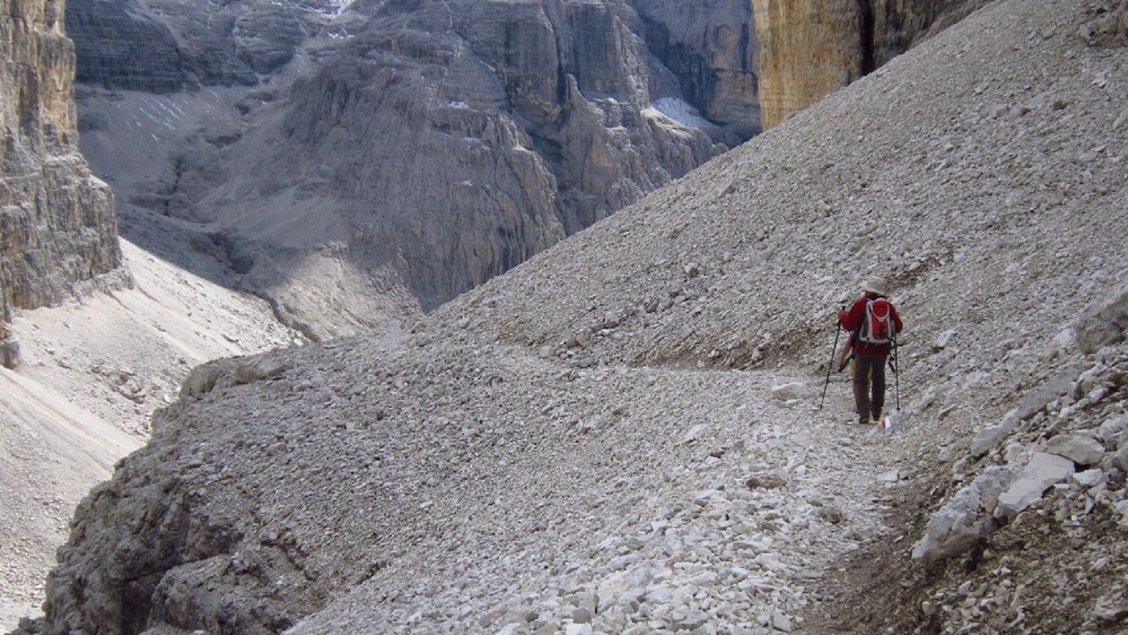 Sentiero tra ghiaioni