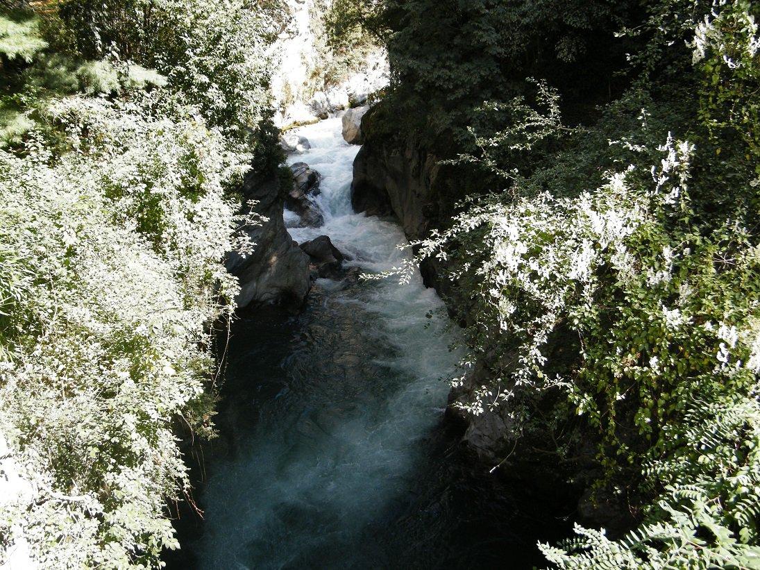La gola del Passirio dal ponte presso il quale termina la Passeggiata Gilf