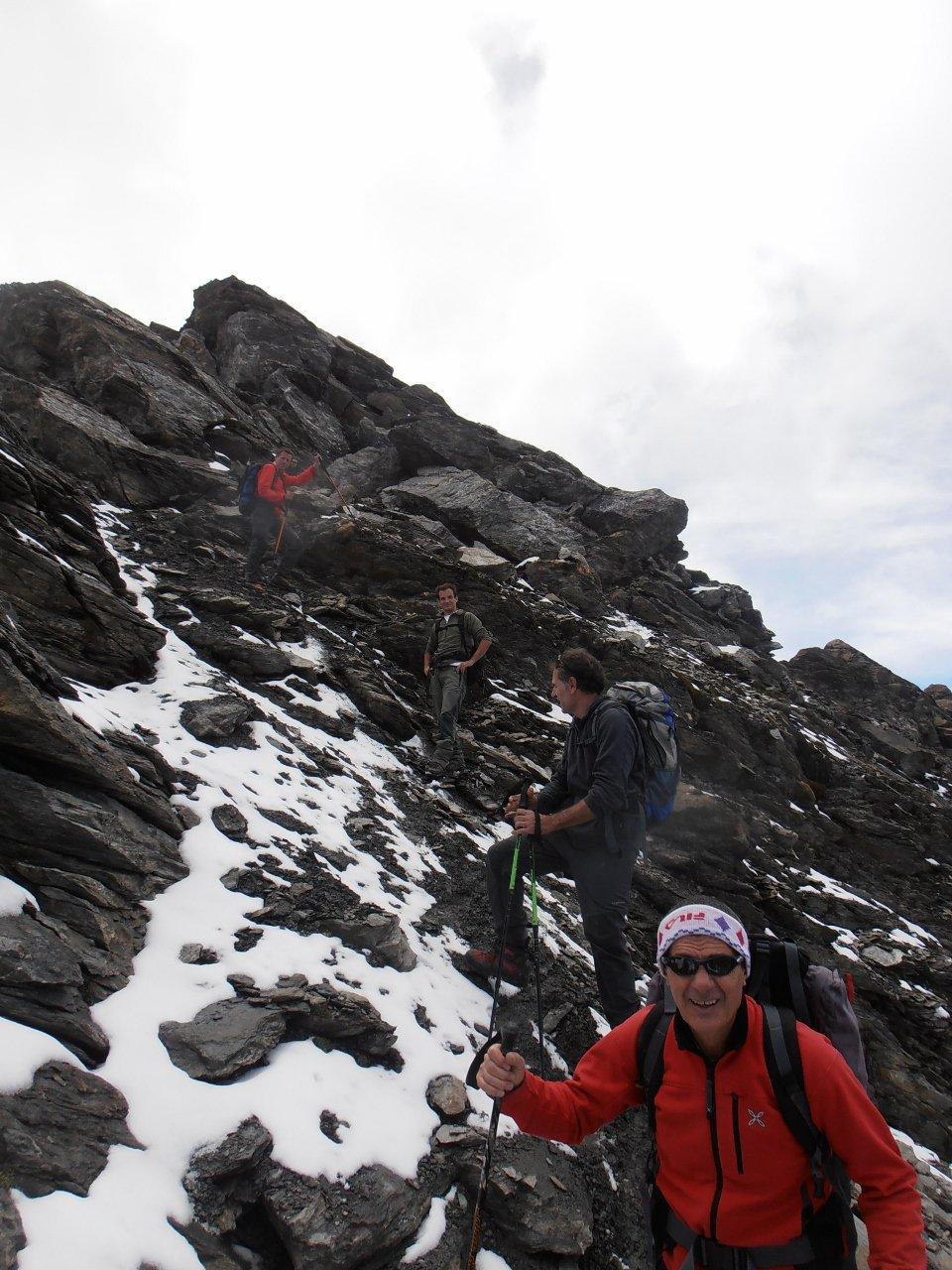 14 - discesa dalla Pointe de l'Arselle, con rocce innevate qualche passaggio scivoloso