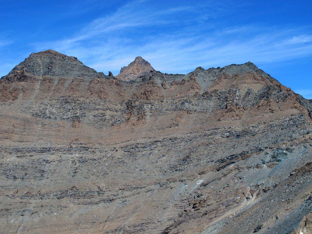 A sx Punta Bianca, a dx Punta Nera, al centro la Grivola fa capolino.