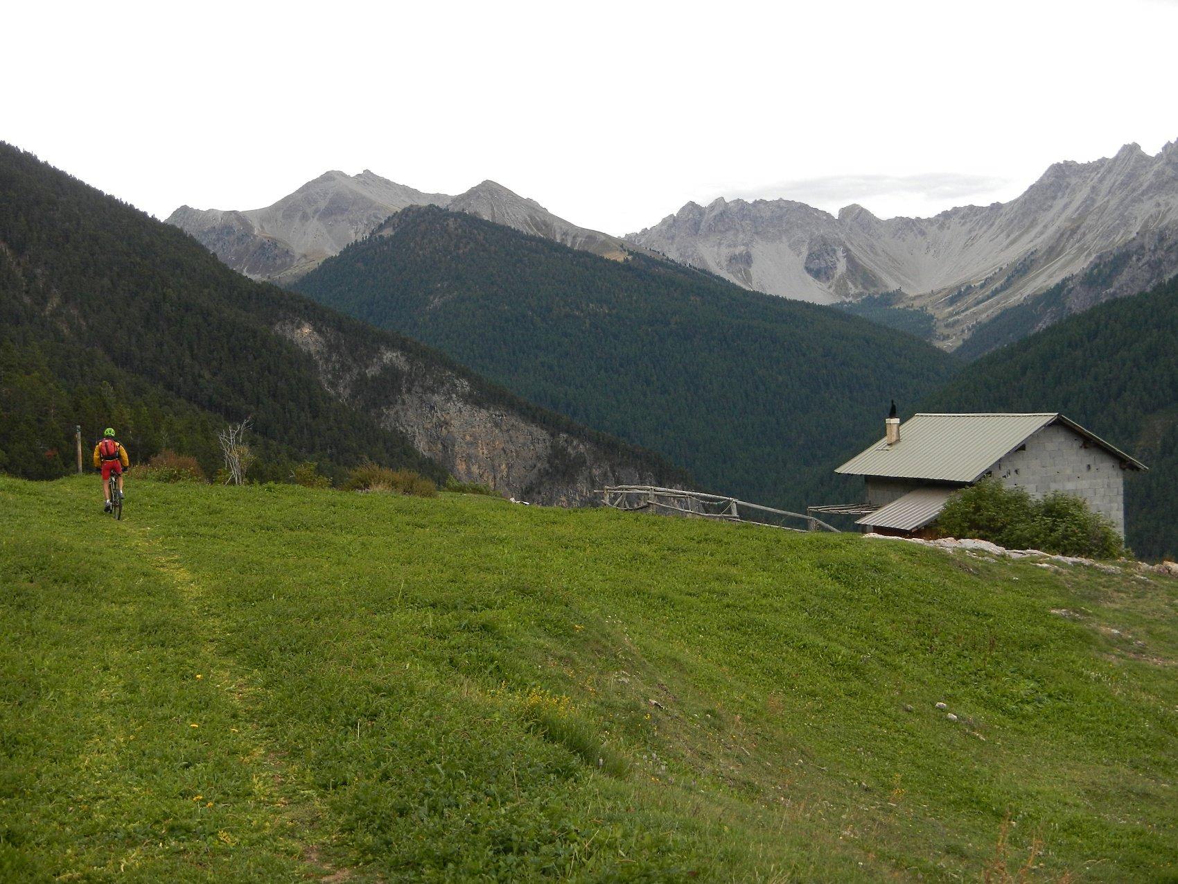 sul sentiero che scende sulla Valle des Ayes