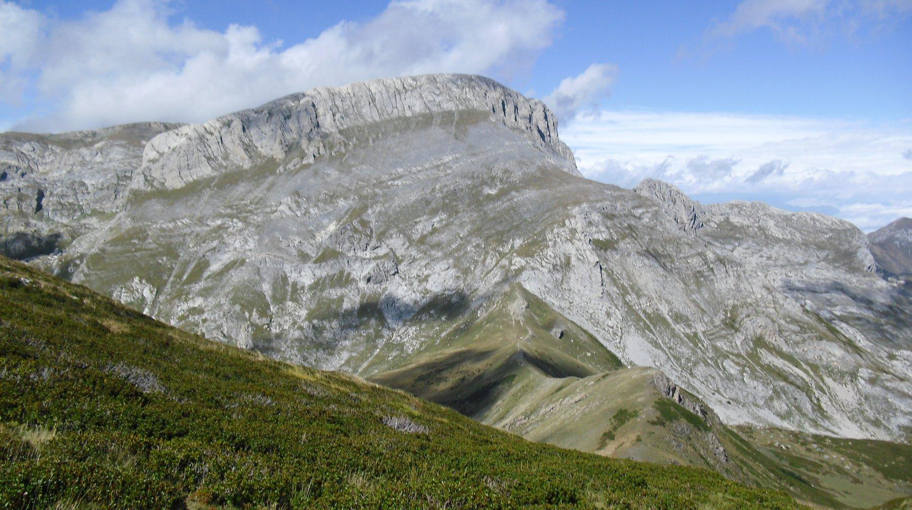 Cima Saline viste dalla dorsale per Cima Pian Comune.