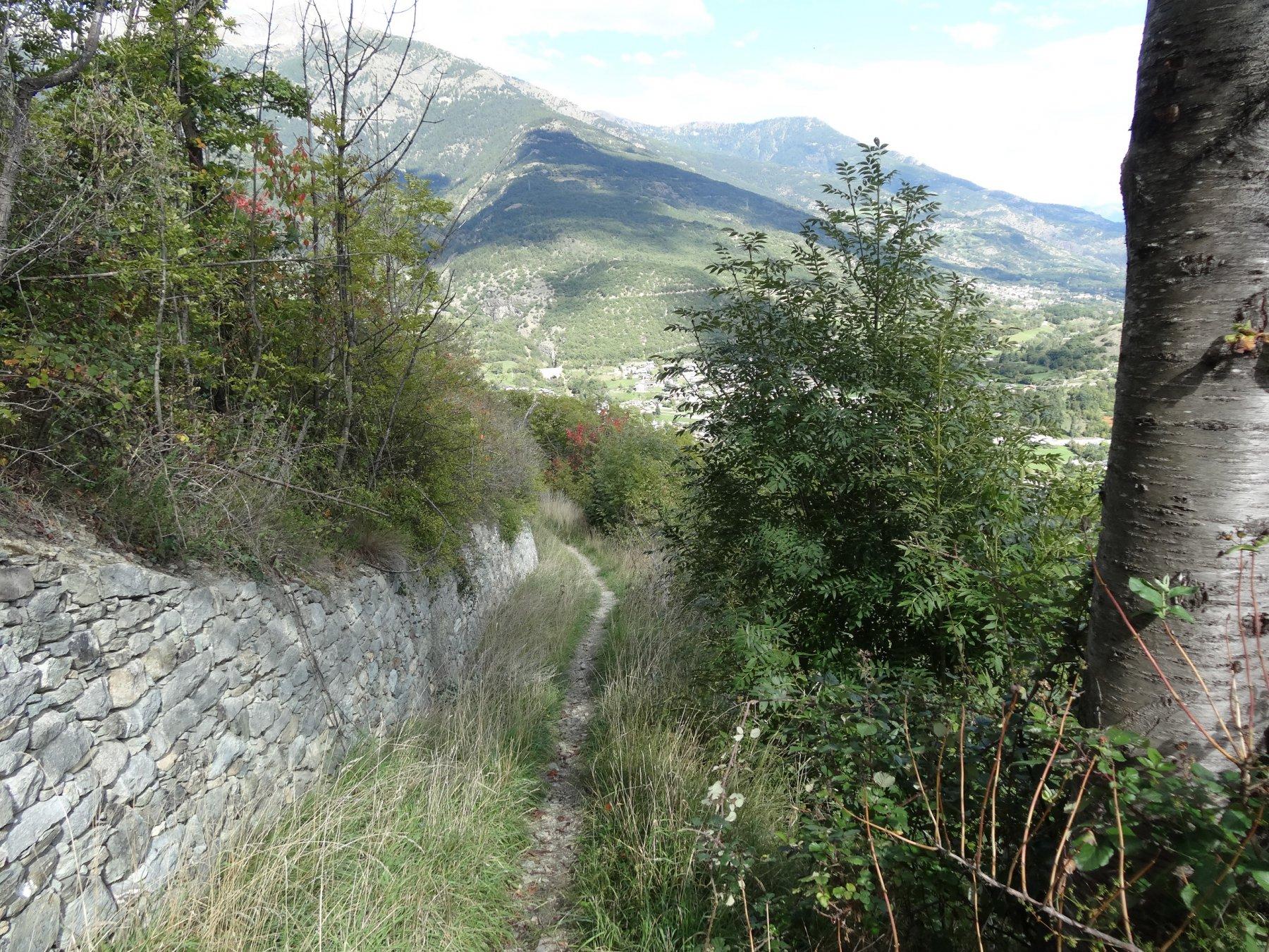 ultimi tratti del sentiero 1 sopra aosta