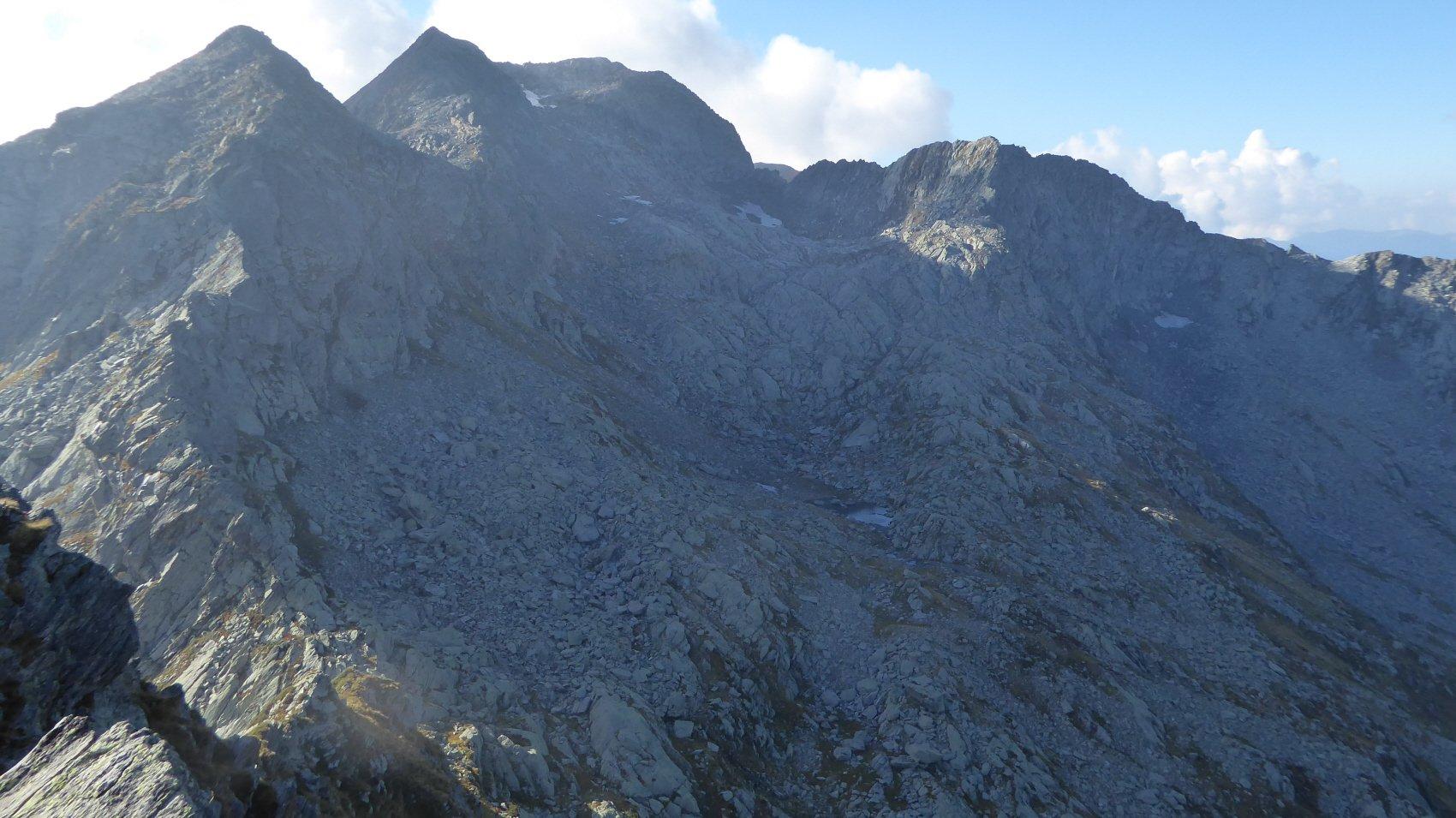 Alta Valle d'Arlens, a dx il Monte Goiassa